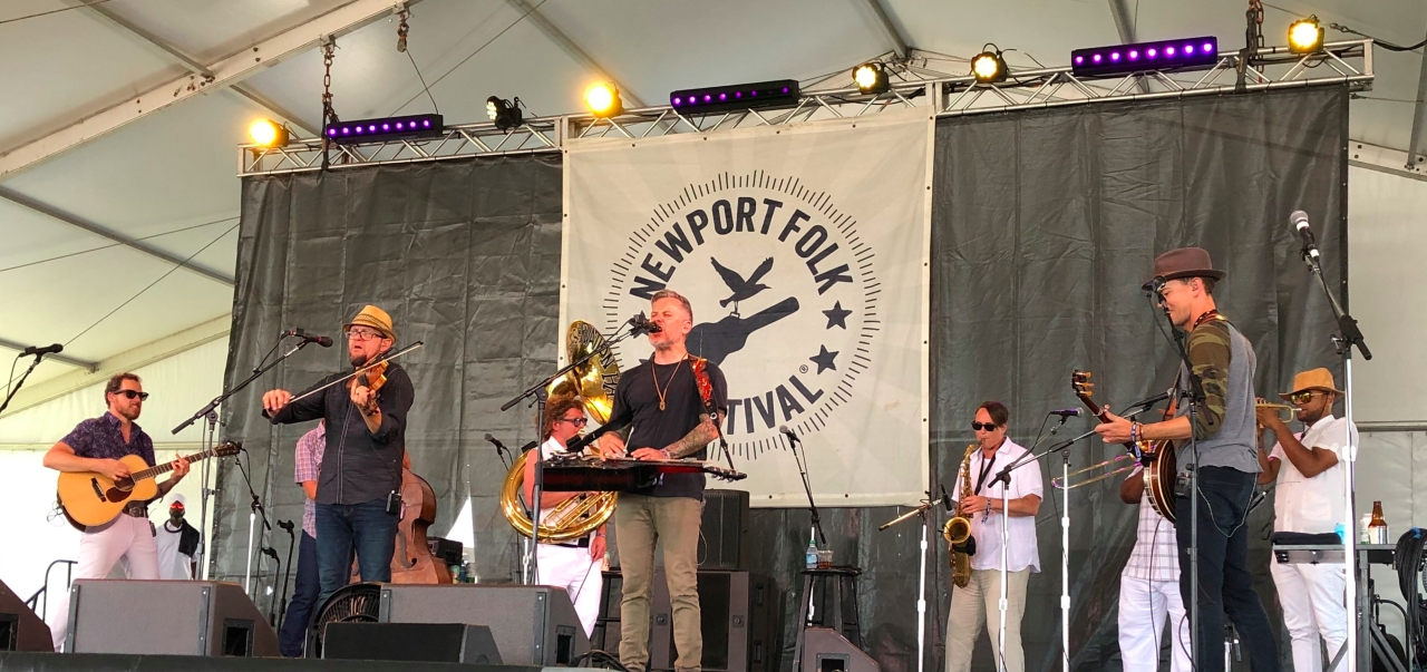 Newport 2019 Infamous Stringdusters w-Pres Horns